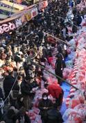前橋初市、だるまなど露店350店 今年も赤く染まる予定