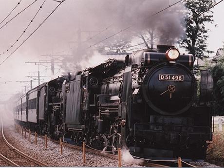 先頭は「D51 498」、続く煙が「C61 20」