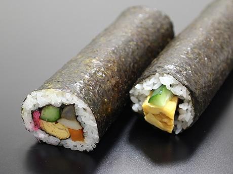 写真は「五色巻」(400円)、1人で1本食べ切れるか心配になるボリューム。このほか「サラダ巻」「ヒレカツ巻」など6種類展開