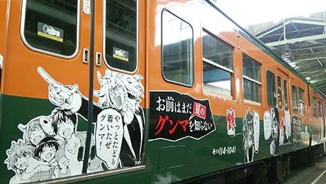 ラッピング列車はオレンジ色と緑色、115系列車1編成