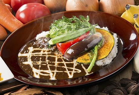 野菜をトッピングした「こだわり野菜カレー」価格は853円