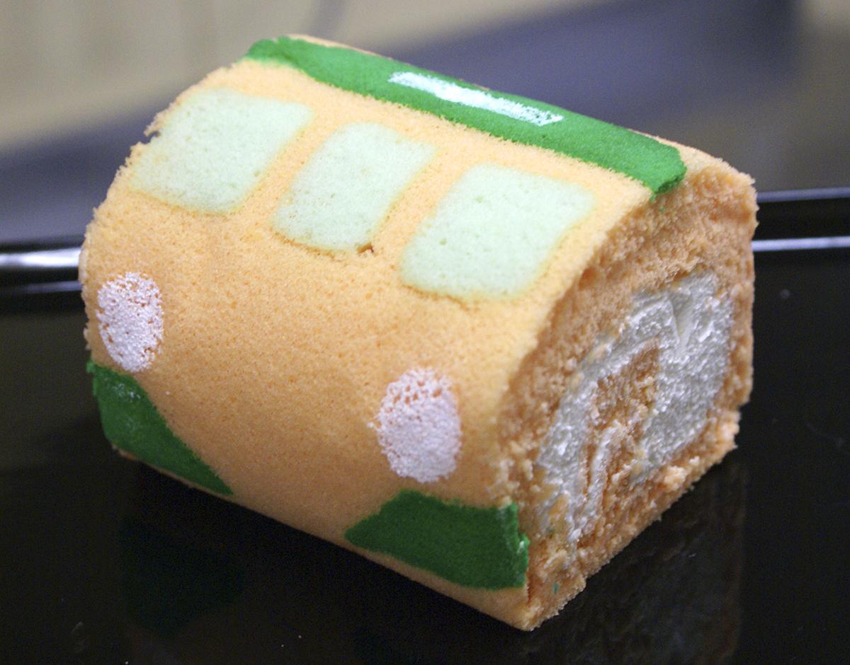 ロールケーキとしてのおいしさを保ったまま115系にするのが大変だった