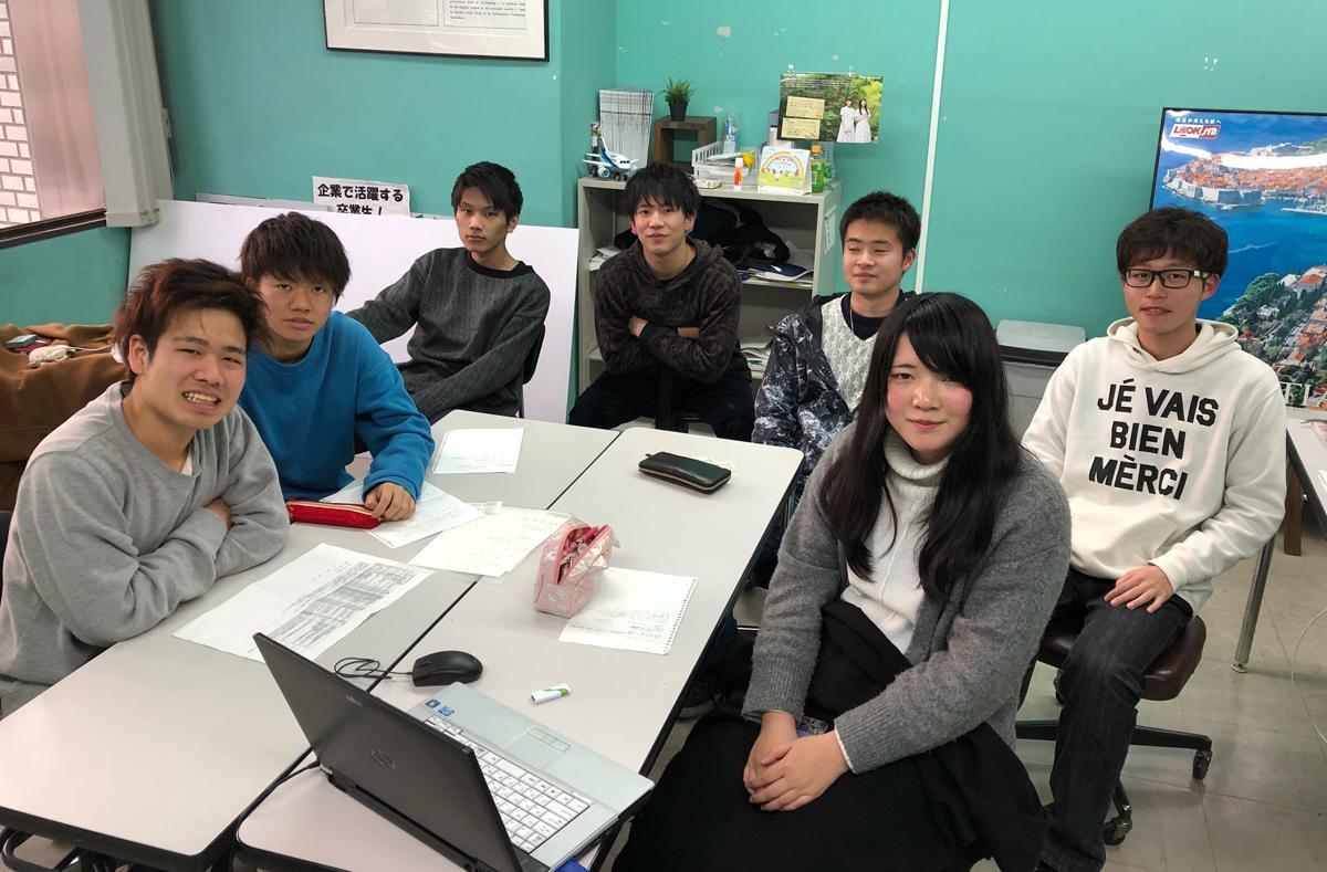 左から時計まわりに新井裕太さん、中村悠吾さん、松島秀允さん、小寺悠太郎さん、喜多良平さん、芳野翔さん、萩原優香さん