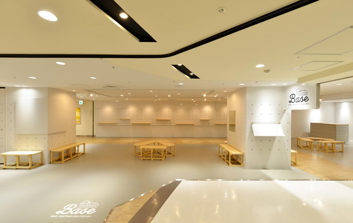 TAKASAKI BASEは地域住民やクリエーターなどのワークショップなどを行うイベントスペース、35坪