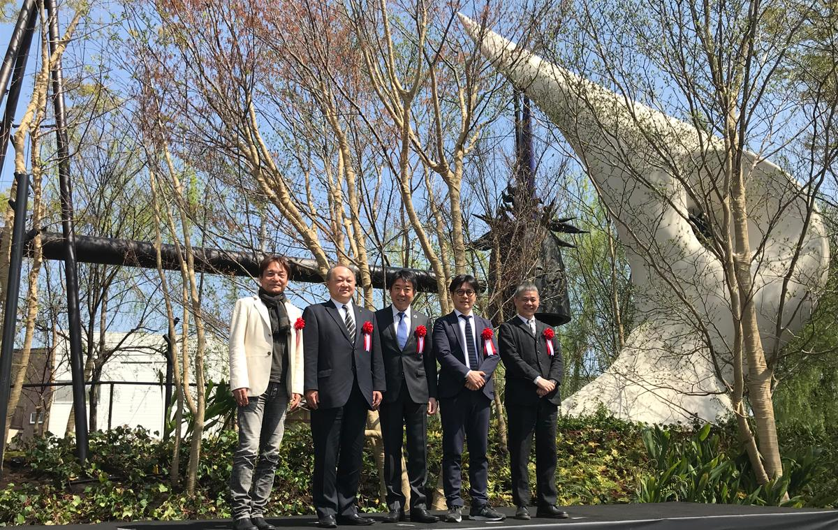 左から岡本太郎記念館長 平野暁臣さん、佐久間文彦さん、山本龍前橋市長、田中仁さん、糸井重里さん