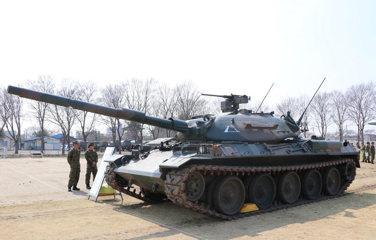 展示装備品の一つ「74式戦車」。路上・路外走行、潜水譲歩も可能な戦車