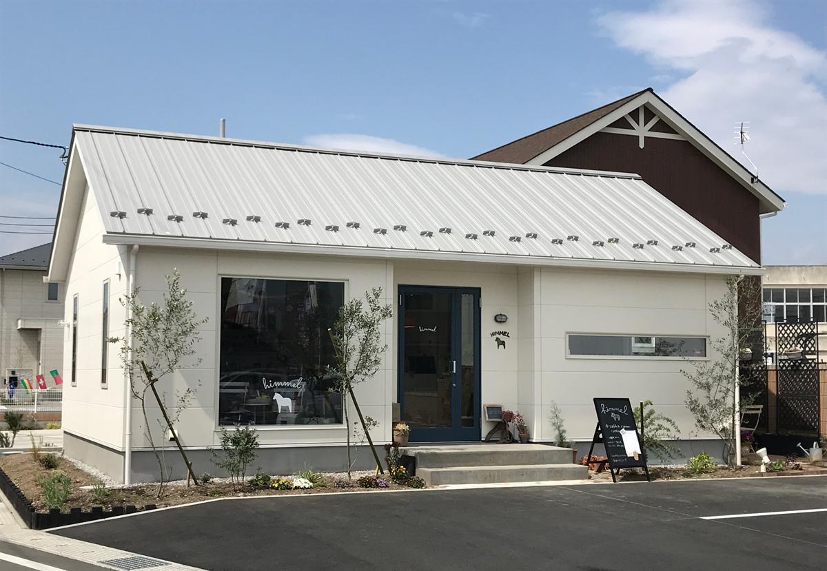 北欧をイメージしたシンプルなデザインの店舗。開業を機に新築した。14坪