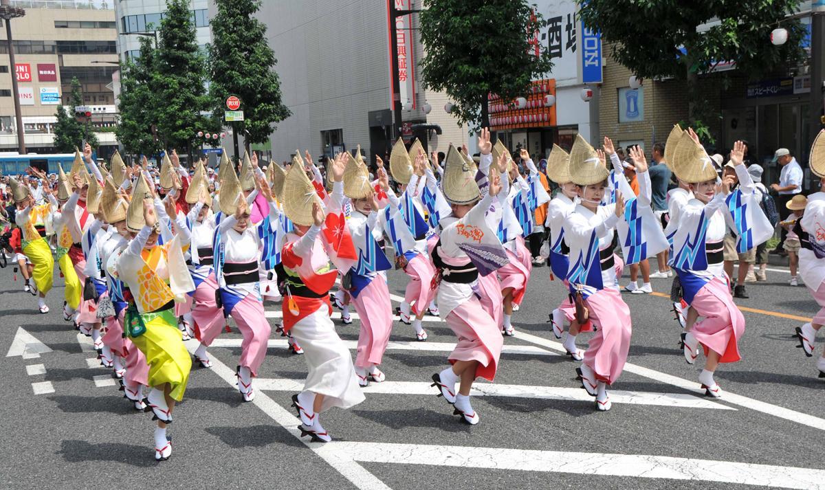 高崎駅西口のシンフォニーロードで行われた総踊り。今年は過去最大規模になる