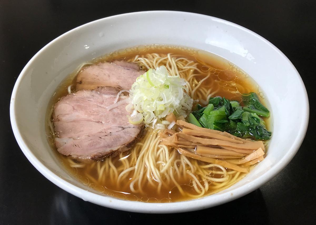 ストレートの細麺、懐かしい風情の「醤油ラーメン」(750円)