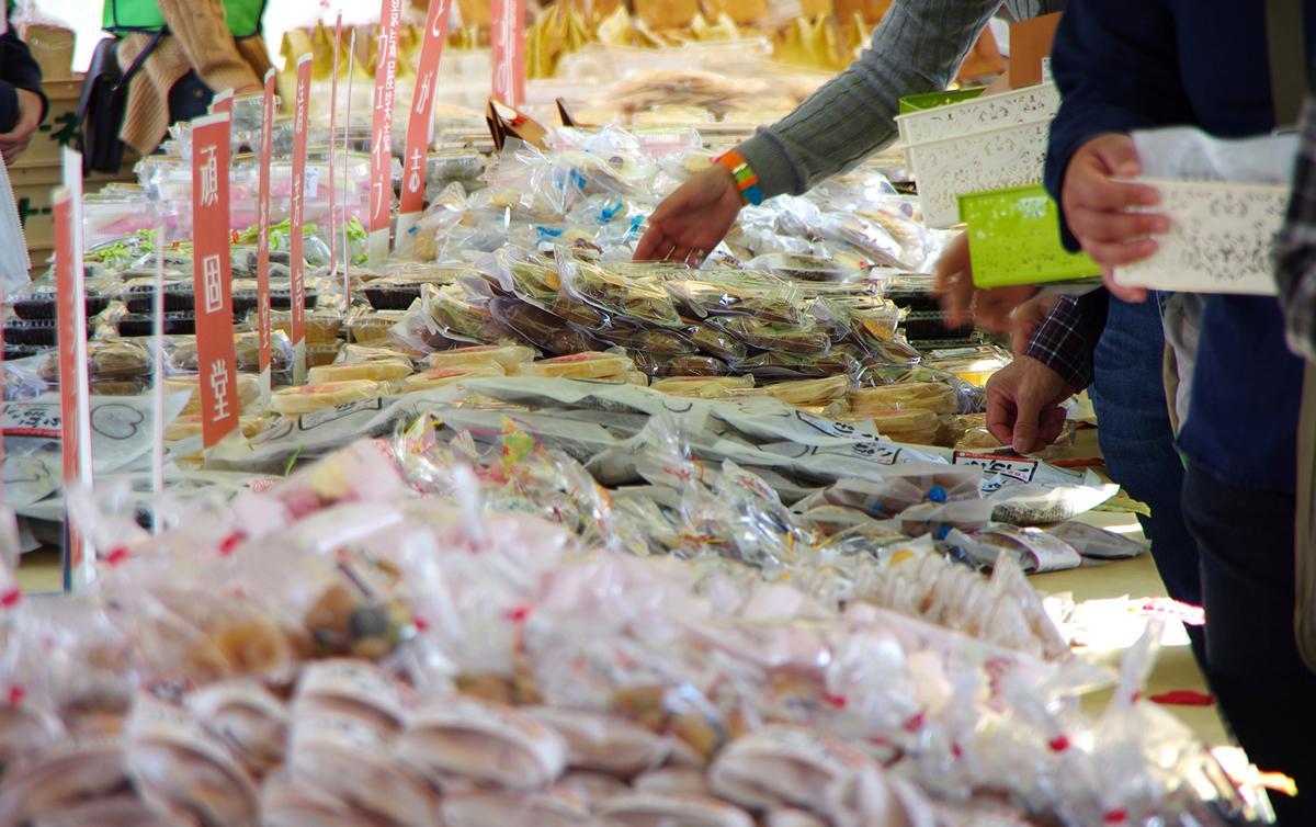 ワンコインといえば500円が一般的だが菓子まつりでは100円