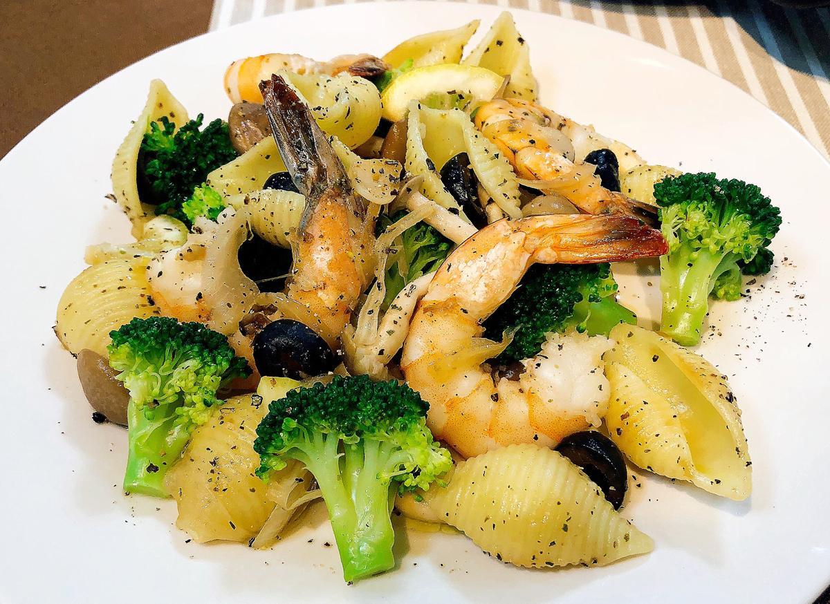 会場では試食とともにレシピも紹介する。写真は「モチモチパスタ塩麹ガーリック和え」