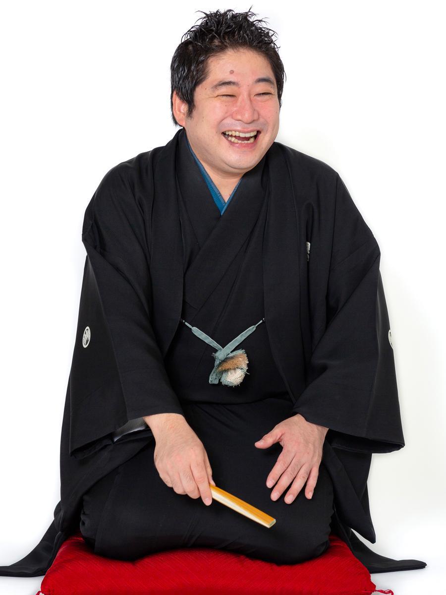 立川志獅丸さんは2002年に立川志らくに入門し、2012年に二ツ目に昇進した