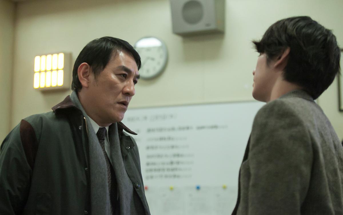 NHK土曜ドラマ「64(ロクヨン)」ピエール瀧容疑者(左)