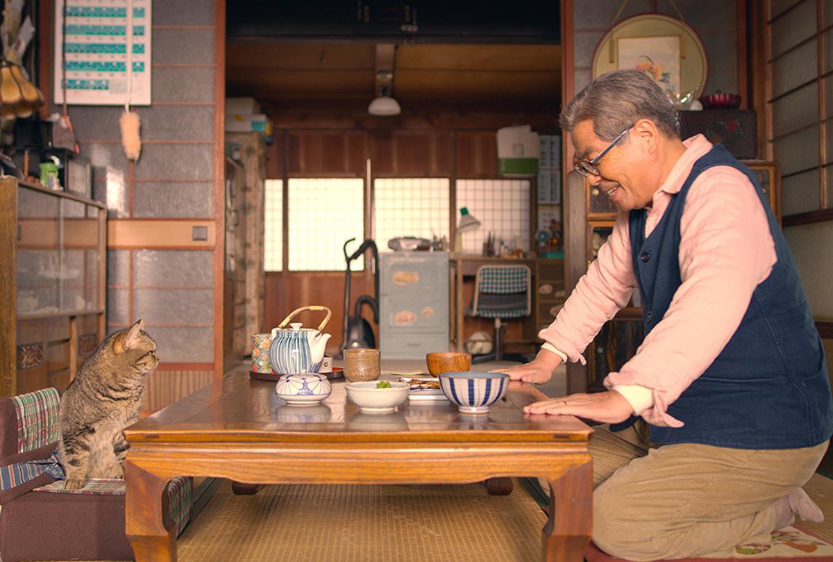 大吉(立川志の輔さん)とタマ(ベーコン)(C)2018「ねことじいちゃん」製作委員会
