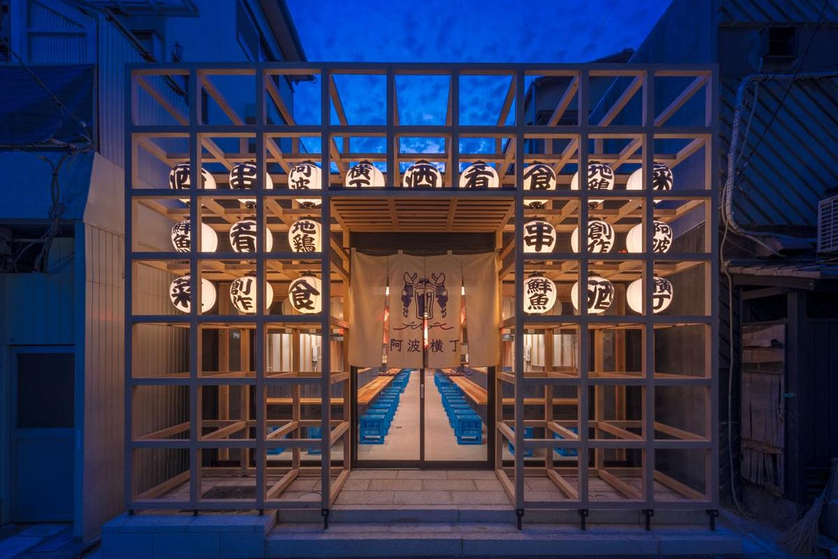 写真は阿波横丁(徳島県)の外観、高崎もこのデザインを踏襲する予定という