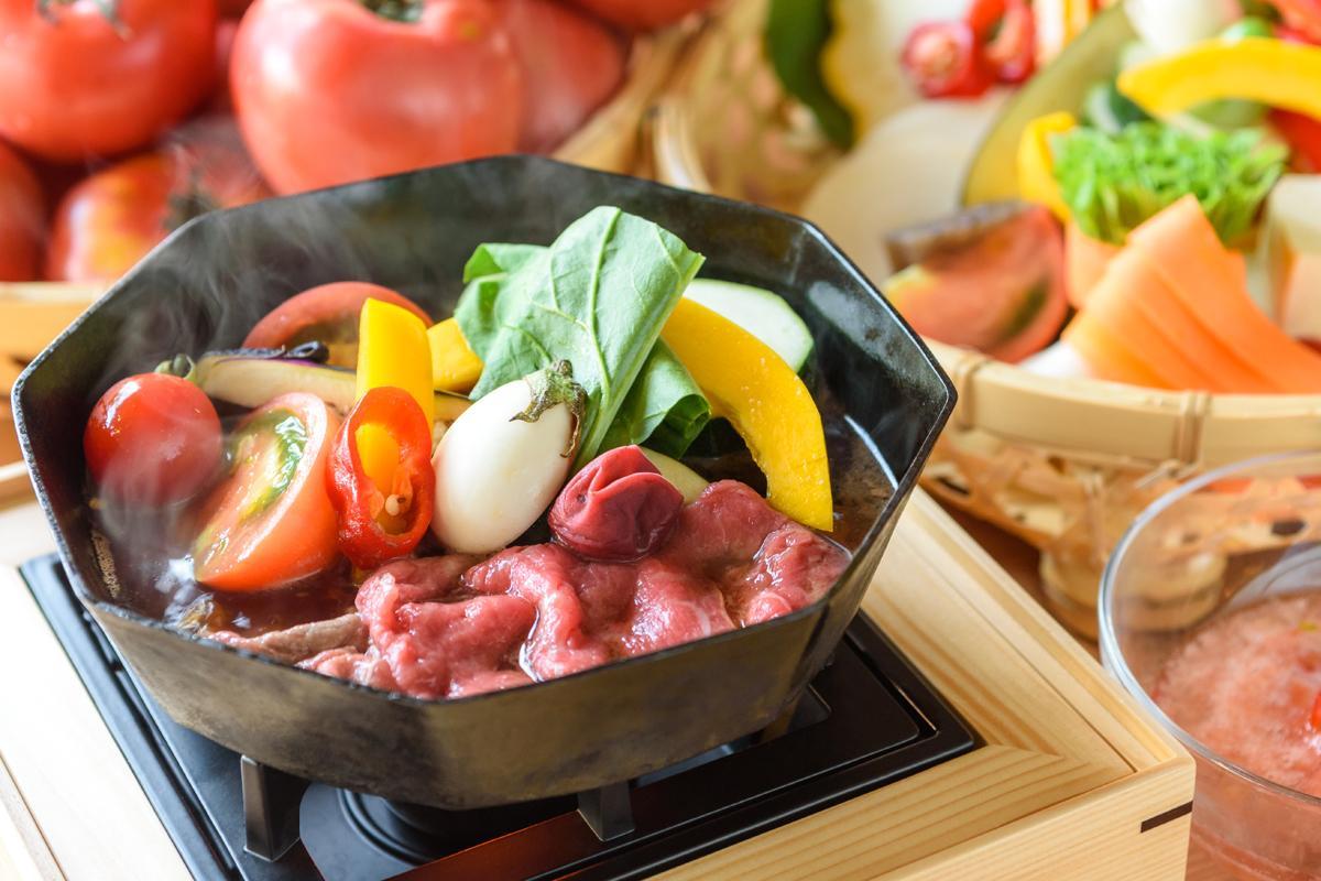 トマト、ナス、パプリカ、ズッキーニなどの夏野菜を使うすき焼き「夏すき」