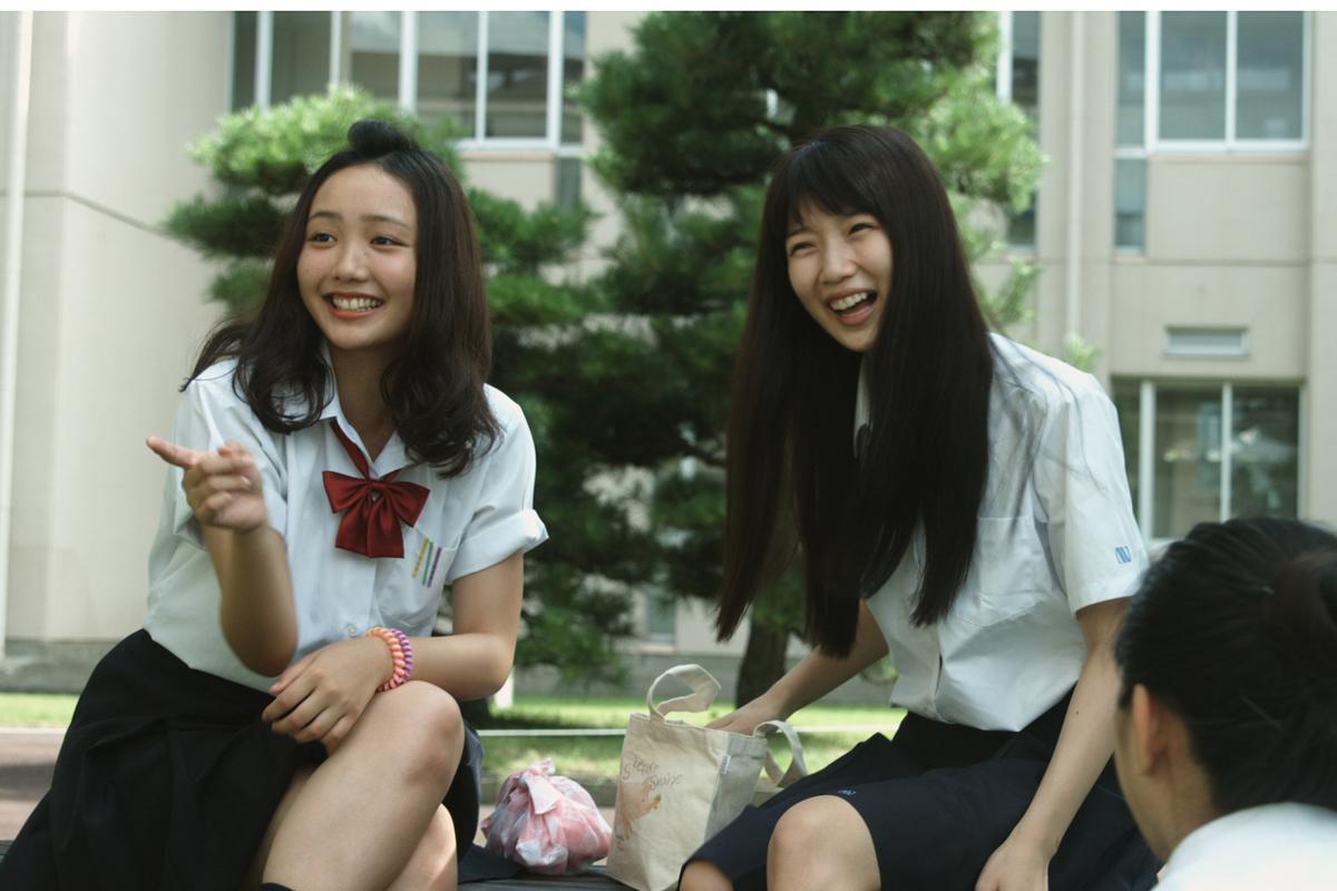 「カランコエの花」の手島実優さん(写真左)