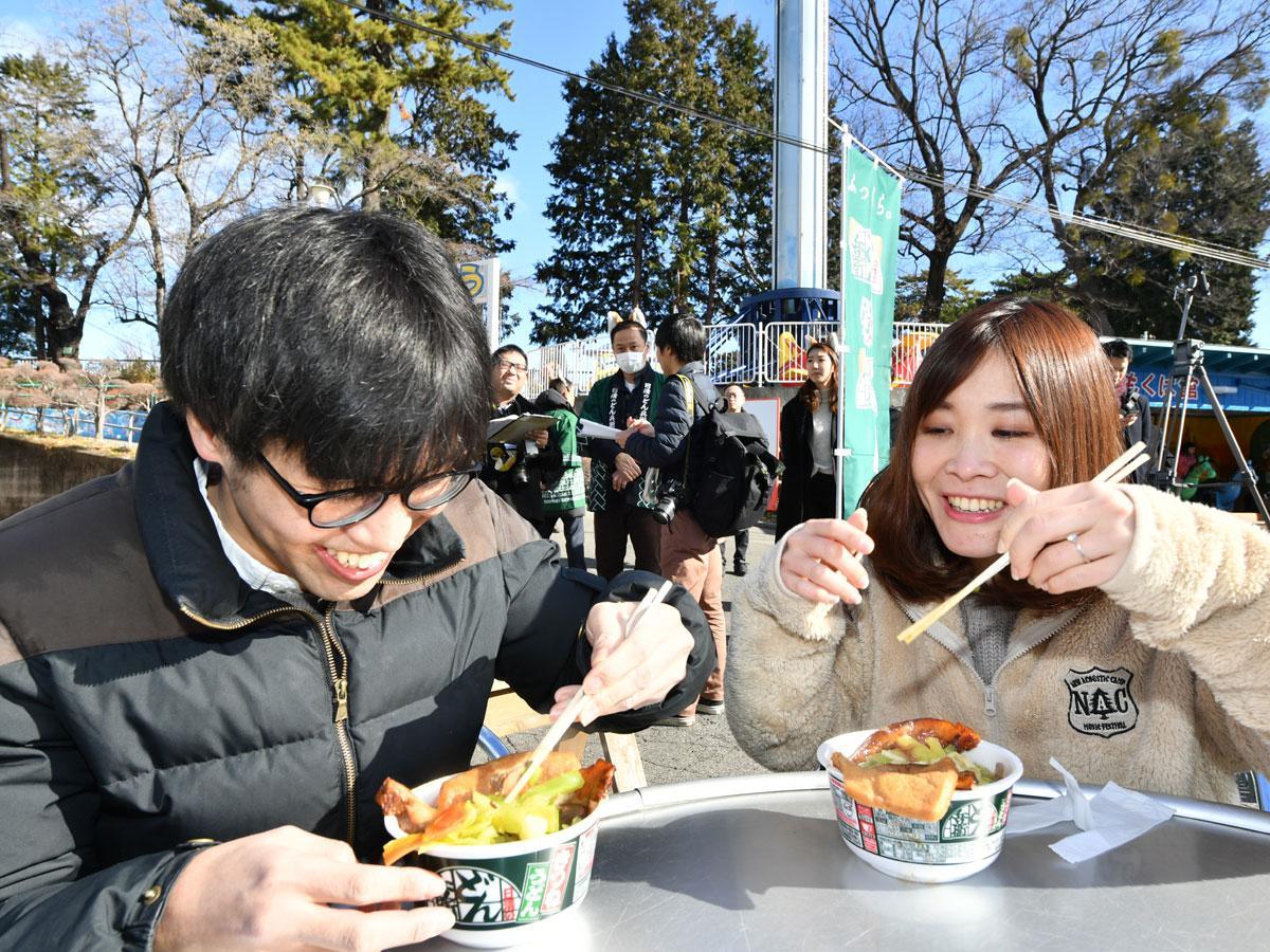 日本一お高いどん兵衛「利根川風越境肉どん兵衛」を食べる満足度がお顔に