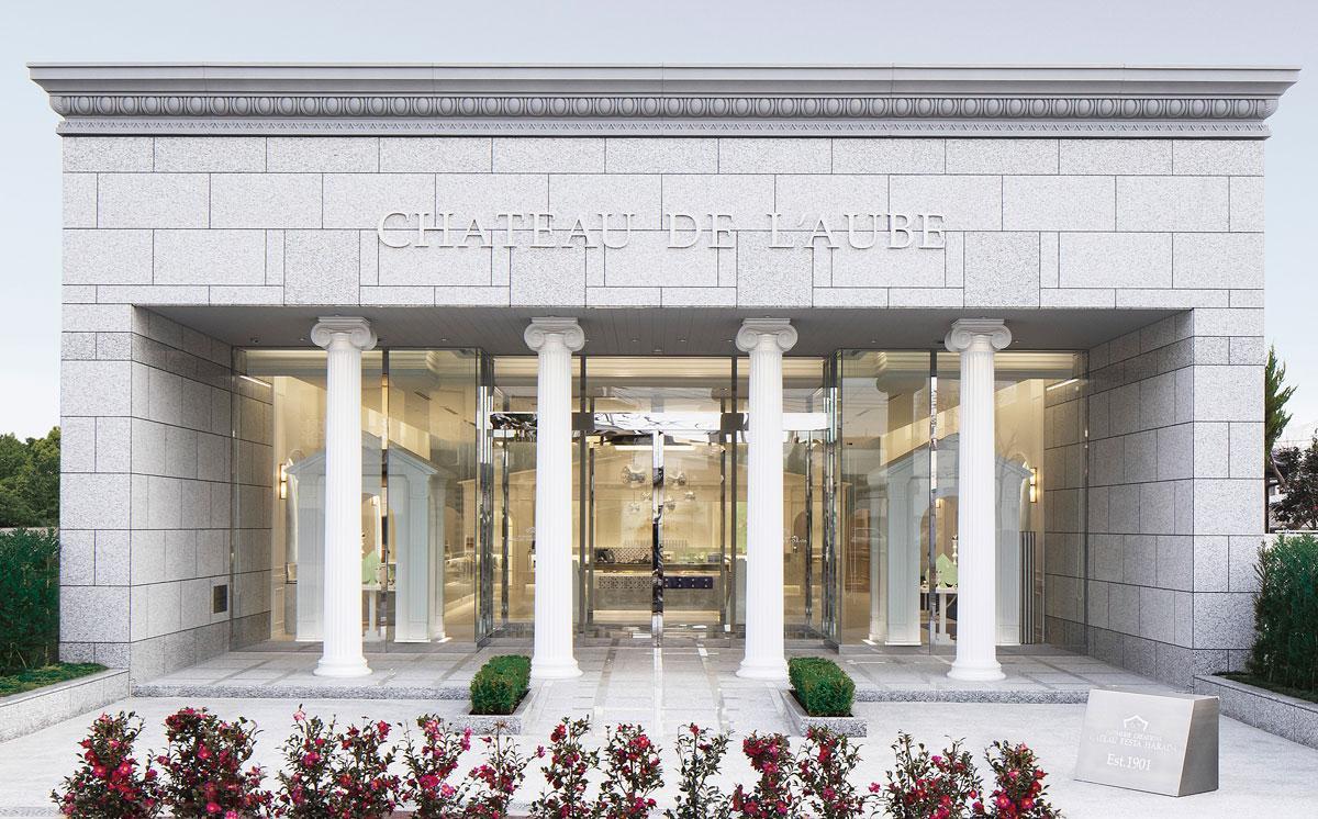 リニューアルオープンした「中山道店」。ギリシャ建築を意識した本社工場を踏襲したデザインで統一化を図った