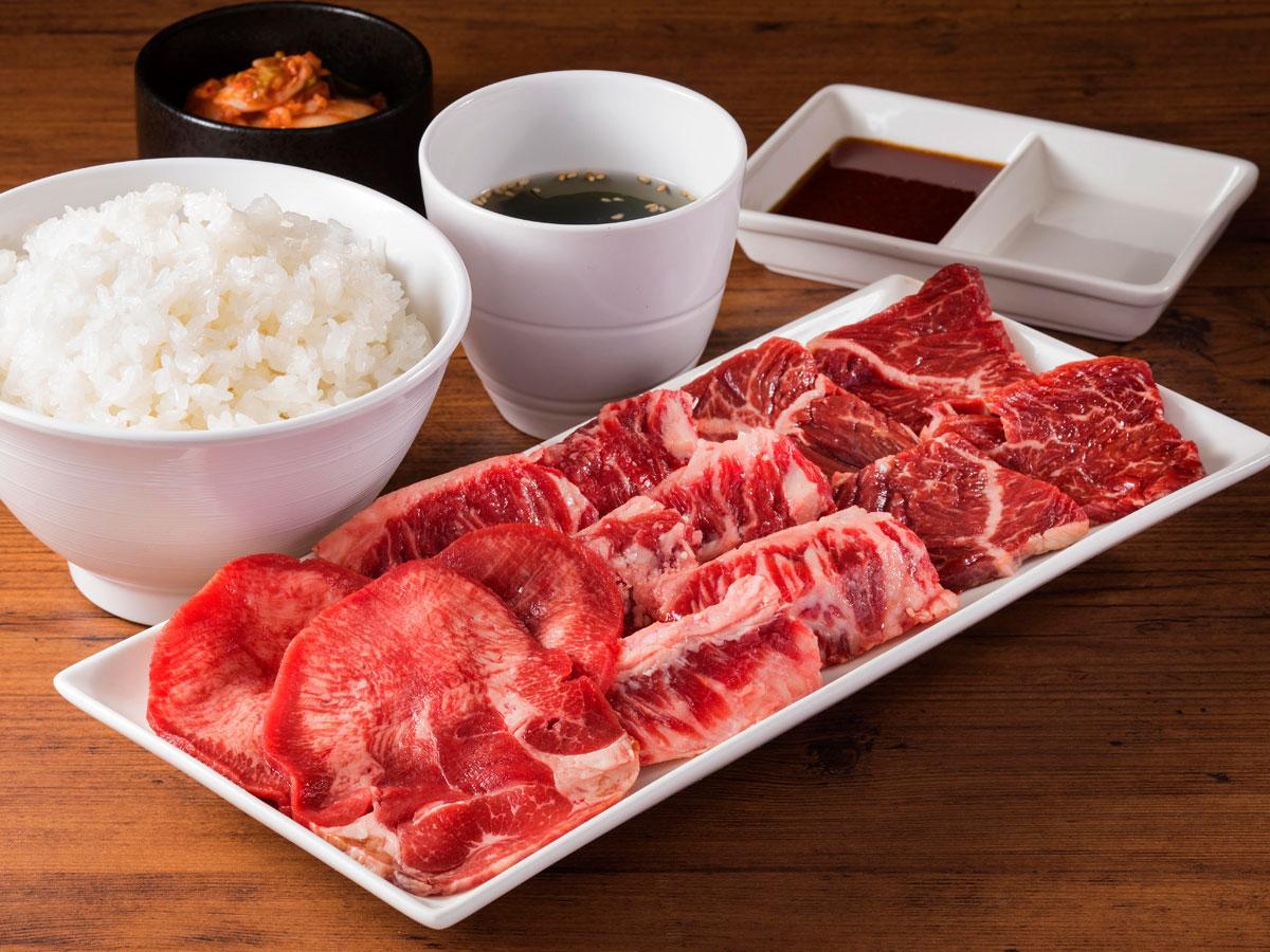写真は「牛タン&匠カルビ&ハラミセット(肉200グラム、ライス、スープ、キムチ)」(1,480円、税別)最も注文の多いメニュー