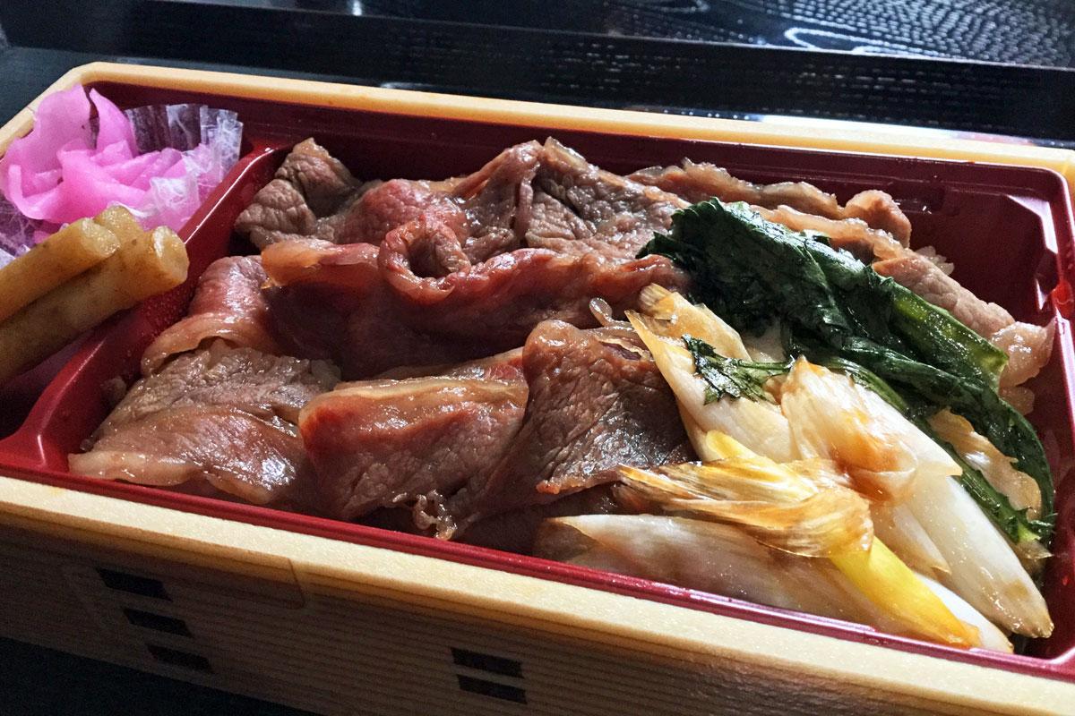 群馬県産の和牛と野菜を使う「黒毛和牛すき焼き弁当」通常1,290円(税別)を850円(税別)で