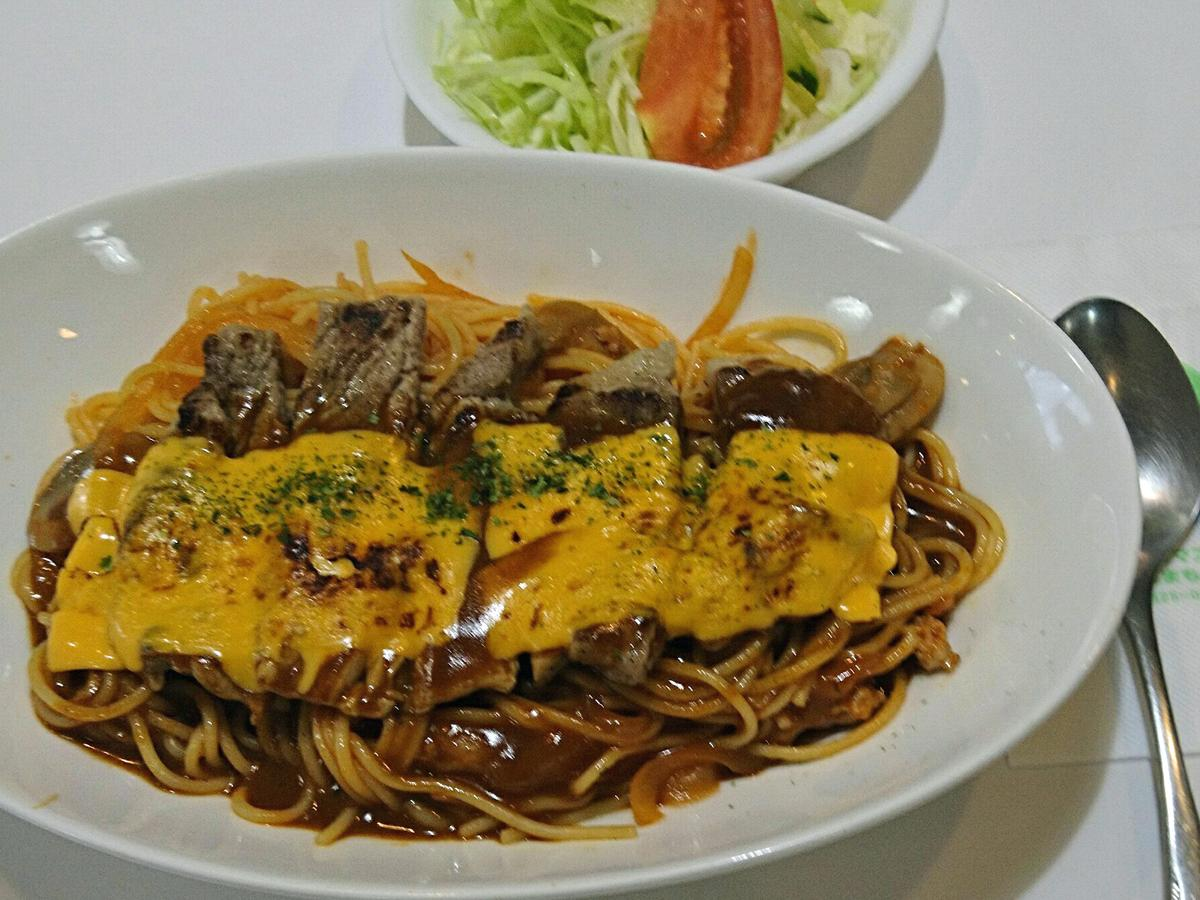 「tontonナポリタン」イートインはサラダとスープが付いて930円、テークアウトは756円