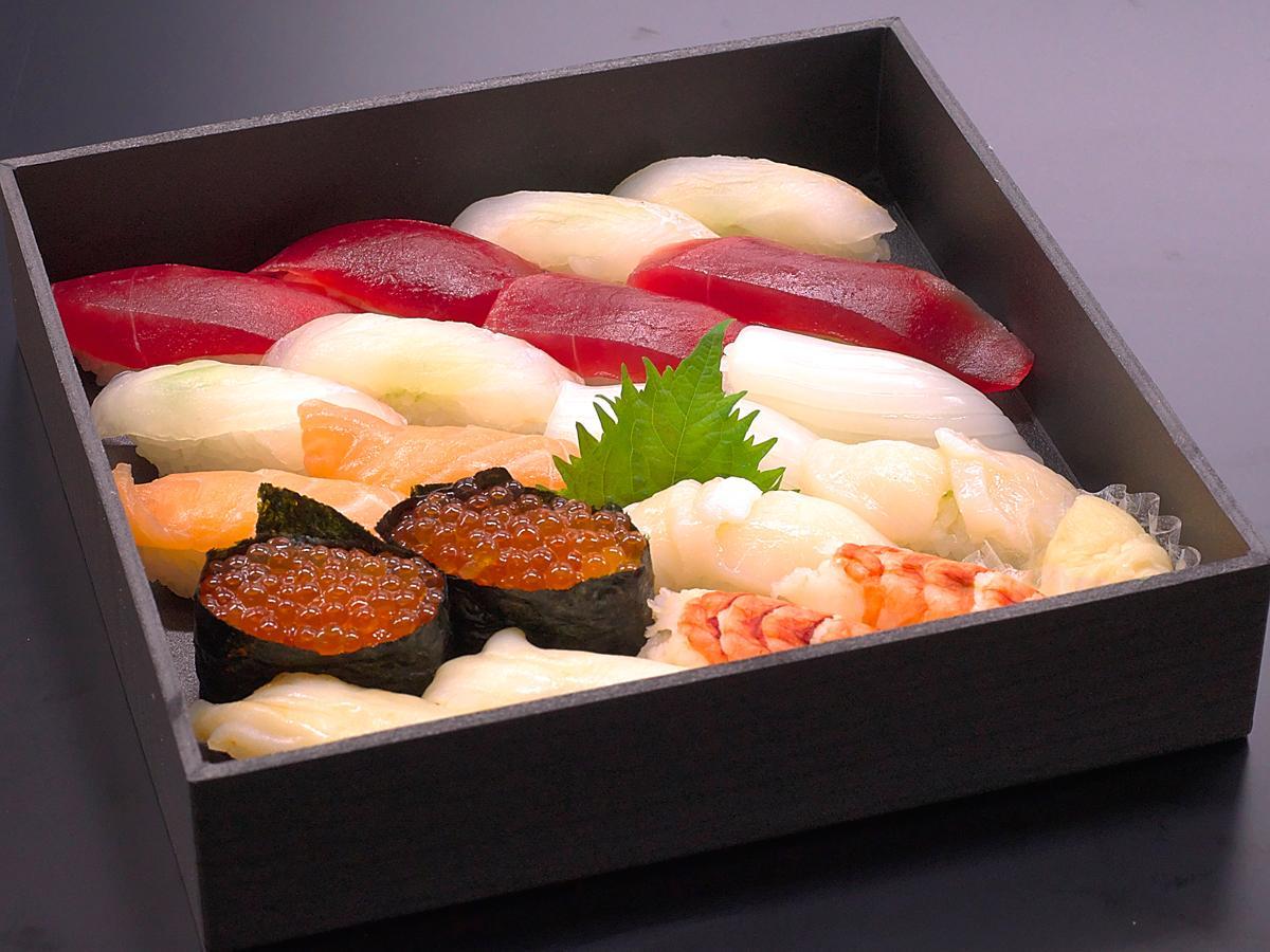 「生寿司盛り合わせ(20貫)」通常価格2,800円