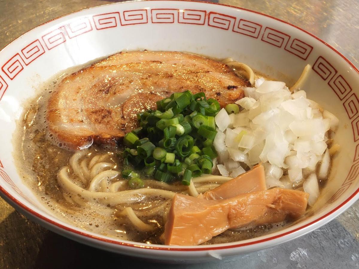 看板の「煮干しらーめん」(780円)