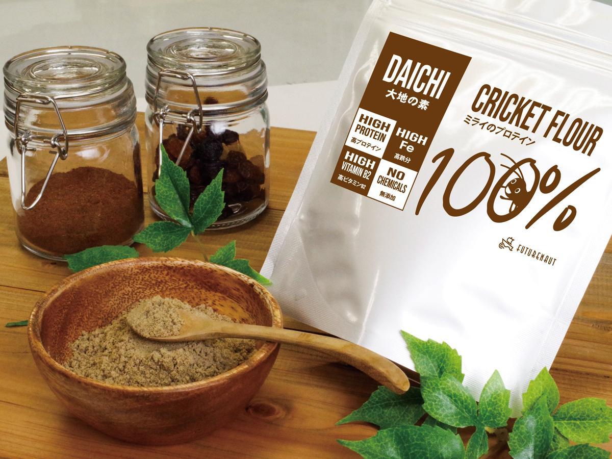 「コオロギパウダー」には100グラムに約67グラムのタンパク質が含まれている