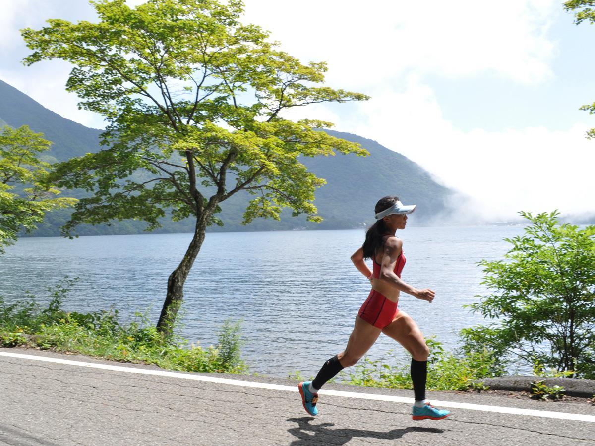 赤城大沼の周回コース。標高1310メートル、前橋市街地との気温差は約10度。例年ならここでマラソン大会が開かれる