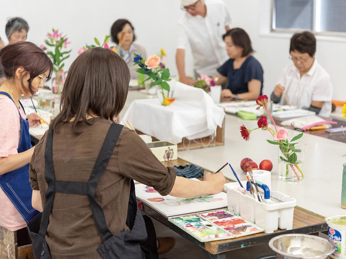 「水彩で描く植物・果物」の授業風景