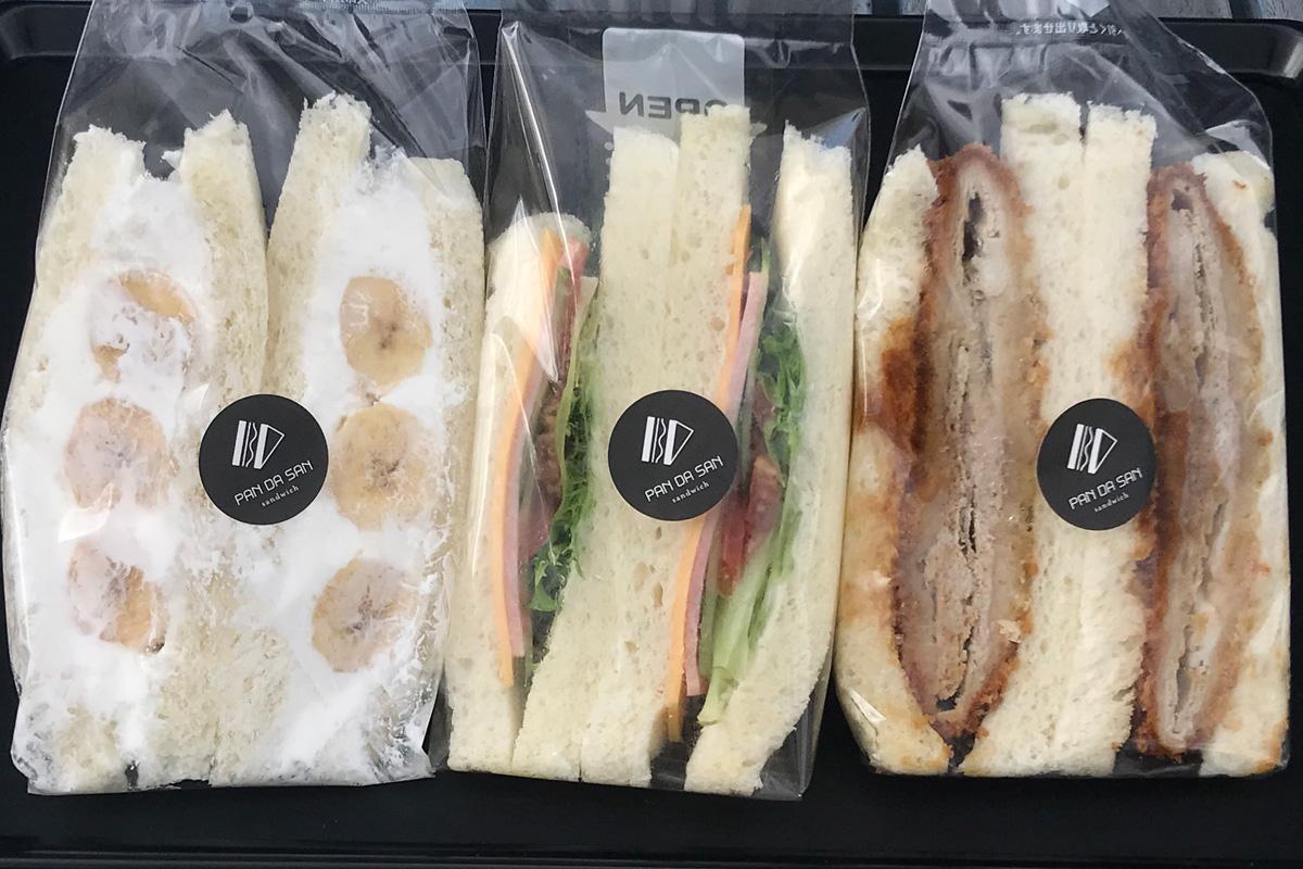 左から「チョコバナナ」(290円)、「野菜とハムチーズ」(280円)、「ミルフィーユカツ上州麦豚」(537円)