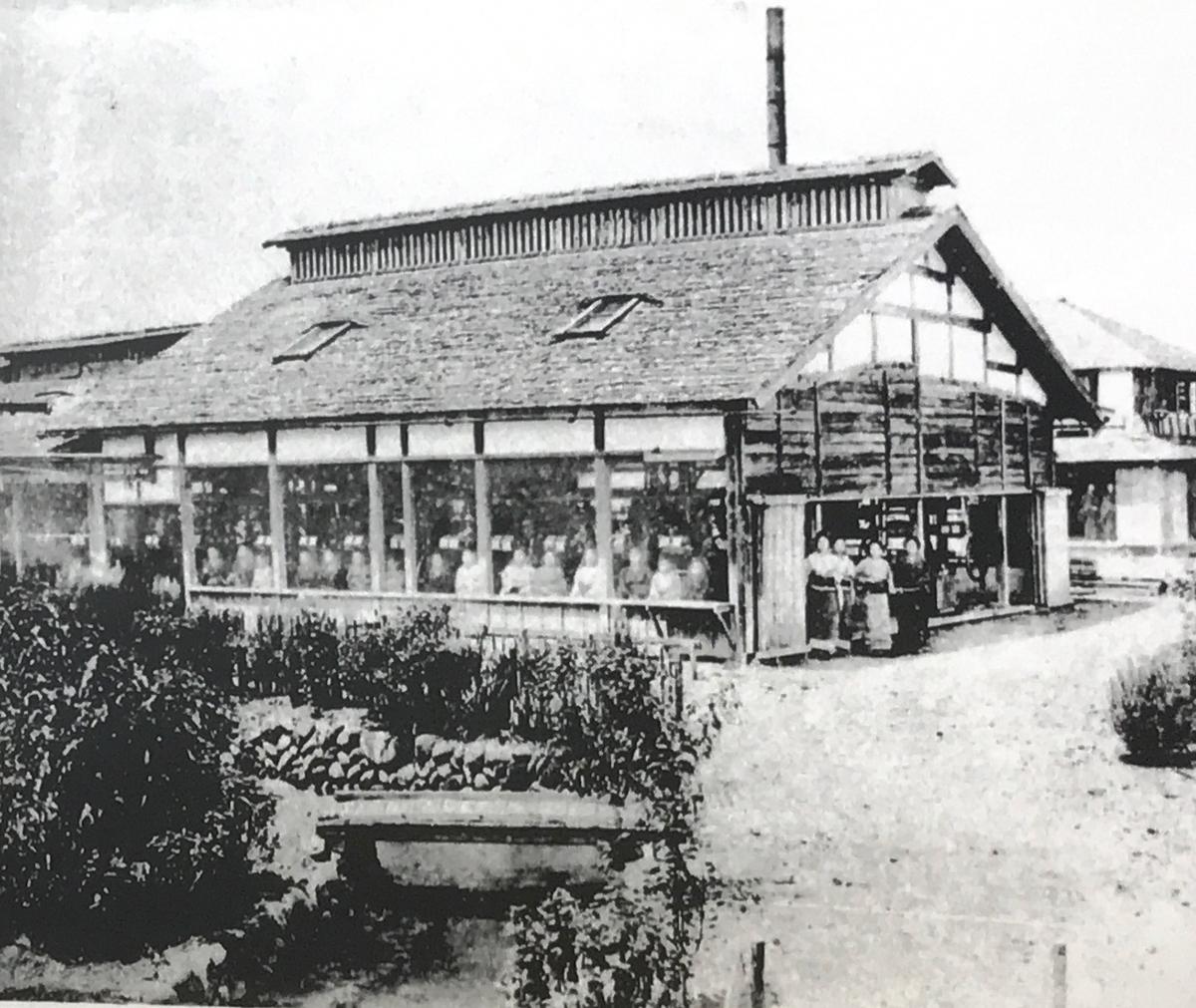 「藩営前橋製糸所」写真は宮内庁書陵部提供