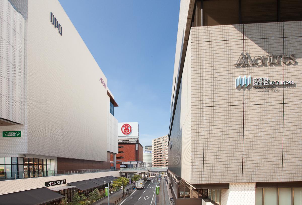 高崎駅西口。高崎モントレー(写真右手前)、高崎オーパ(左手前)、高崎タカシマヤ(左奥)