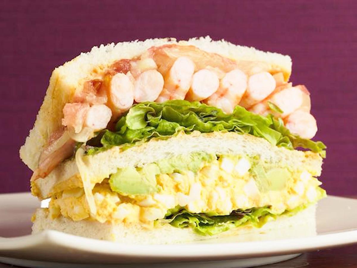 一番人気があるサンドイッチ「海老とアボカドのコブサラダ」