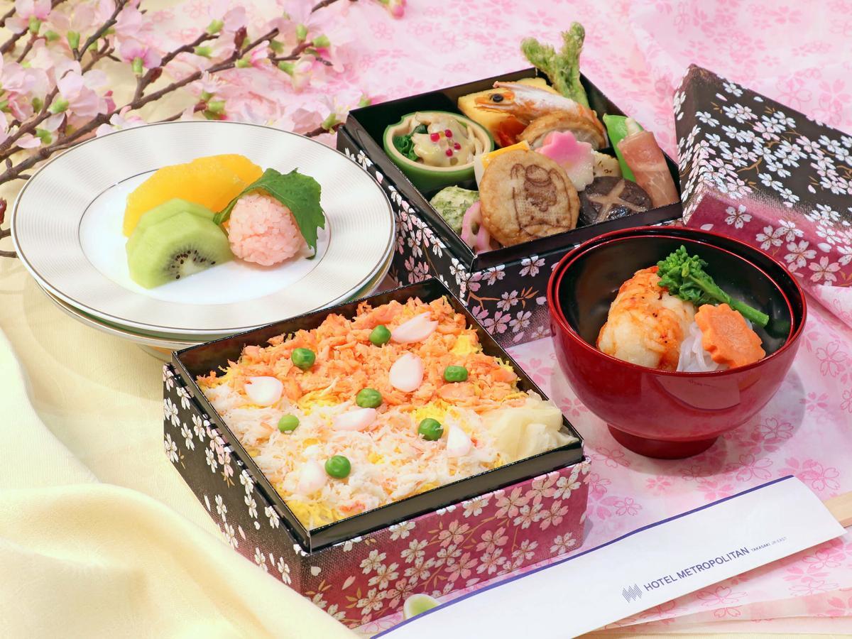 「お花見弁当膳」写真はイートイン仕様。椀もの・デザートはランチブッフェ付きのみ