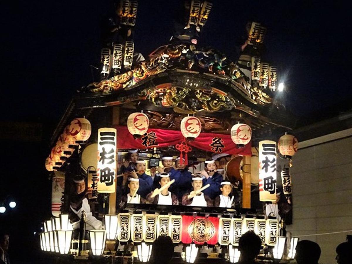 藤岡市の「鬼石祭囃子」(写真)は江戸時代後期に鬼石祇園祭として始まり、1885(明治18)年に現在の山車祭りになった
