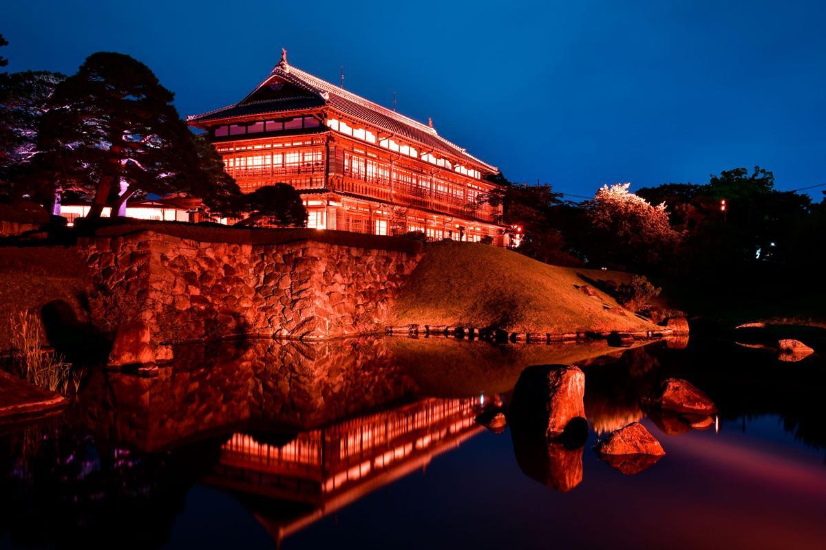 「臨江閣」ライトアップ、昨年の様子