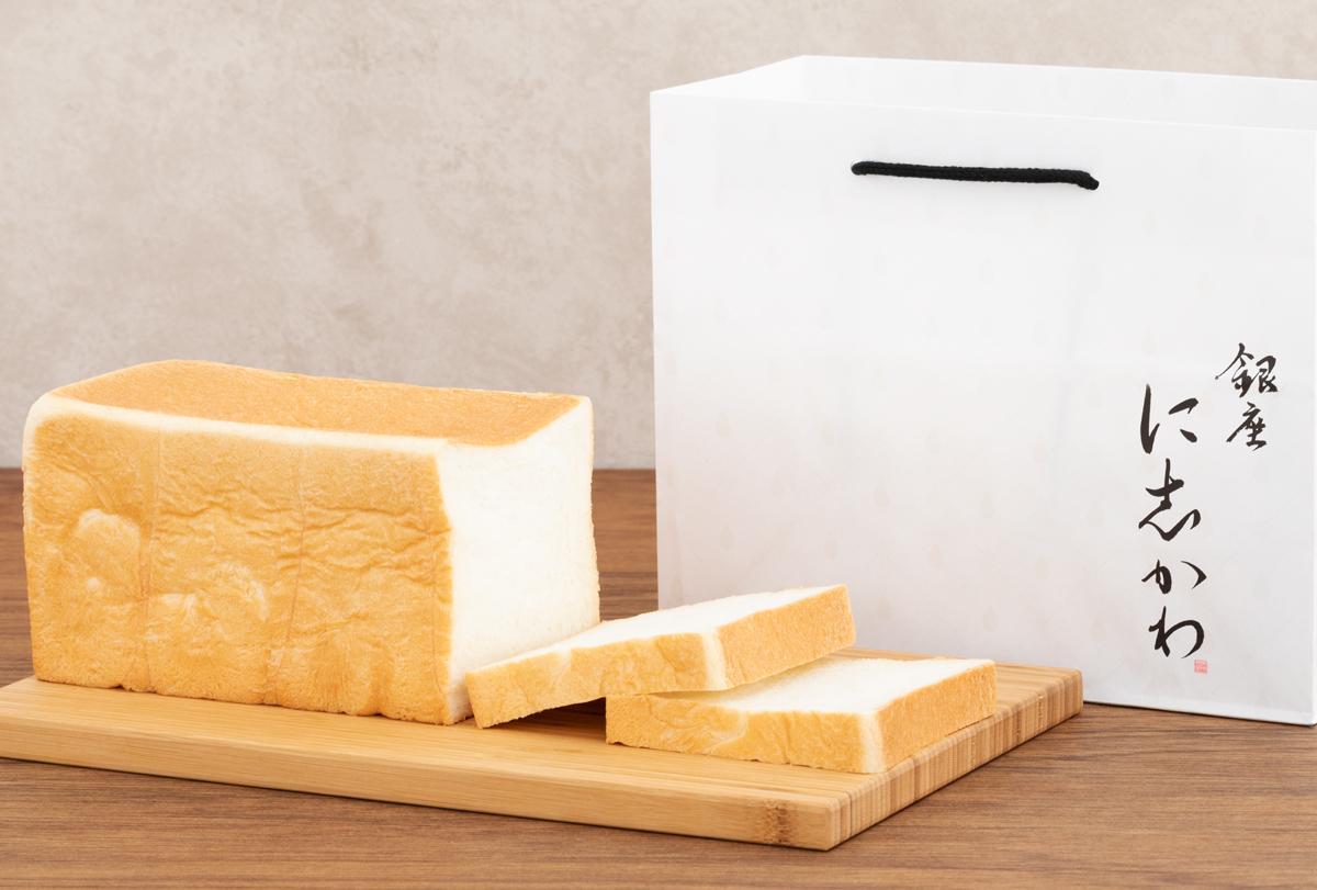 カナダ産の小麦粉、アルカリイオン水、はちみつ、生クリームが特徴の食パン、1本(2斤)864円
