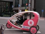 自転車を使った「ベロタクシー」が運行開始-広告媒体にも