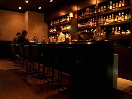 商業施設「MATCH」5階にスタンダードバー「MOMOTA Bar」がオープン