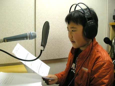 天神FMが期間限定で小学生がDJを務める番組を放送