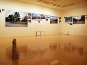 博多・川端町を題材にした写真展-会場で「冷泉公園」を再現