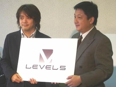 レベルファイブの日野晃博社長(左)と吉田宏福岡市長