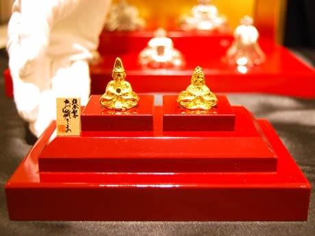 「GINZA TANAKA」天神店で展示販売されている純金製のひな人形
