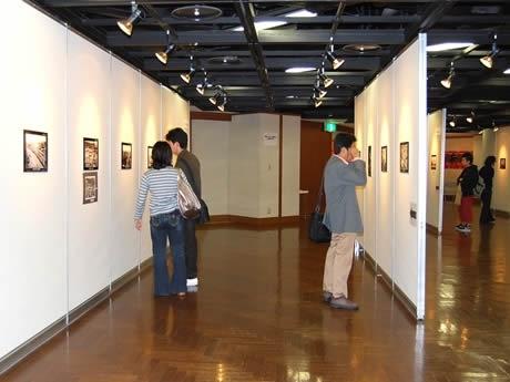 アクロス福岡で「天神かいわい懐かしの写真展」が開催