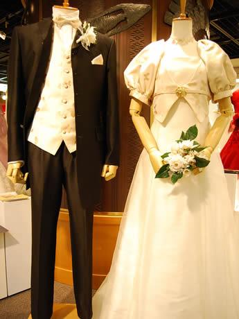 アクロス福岡で博多織ウエディングドレスを展示