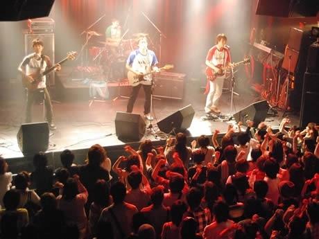 「FUKUOKA BAND MOVEMENT 2008」決勝大会で演奏する「Black 1 Neck」