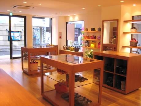 大名にフランスのバッグ専門店「エルベシャプリエ福岡大名店」がオープン