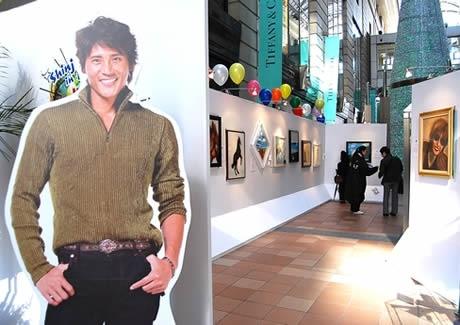 大丸・福岡天神店パサージュ広場で新庄剛志さん初の絵画展「Shinjo's Gallary in Fukuoka 『Life is Art』」が開催